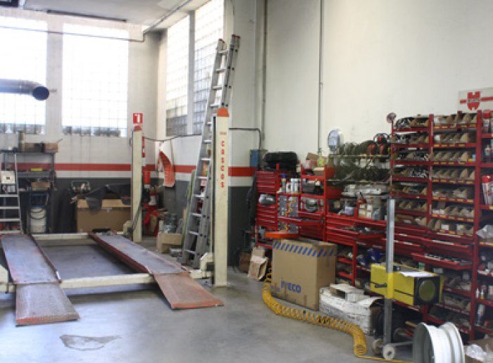 Taller vehicles industrials a Olot